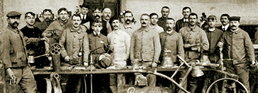 PanGas history: The photo shows participants of a welding course in 1920.